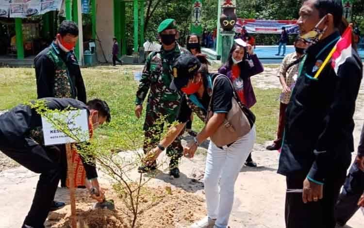 FBN Kota Palangka Raya melaksanakan penanaman pohon di Sei Gohong, Kamis 5 November 2020