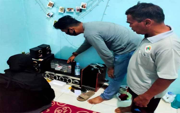 IRT inisial LW (42) diamankan Polres Kobar lantaran nekat jualan sabu