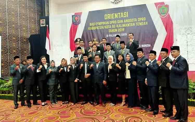 Foto bersama anggota DPRD Kabupaten Pulang Pisau.