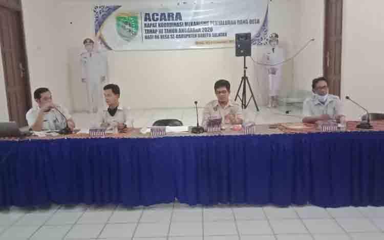 Paling kiri, Kasi Keuangan Desa pada DSPMD Barsel, Toni Ahmadi