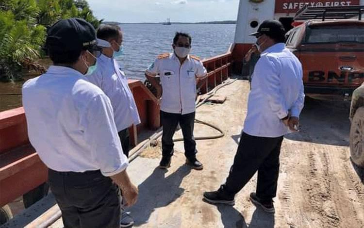 Wakil Bupati Kobar Ahmadi Riansyah melaksanakan kunjungan kerja ke desa Sungai Bedaun kecamatan Kumai.