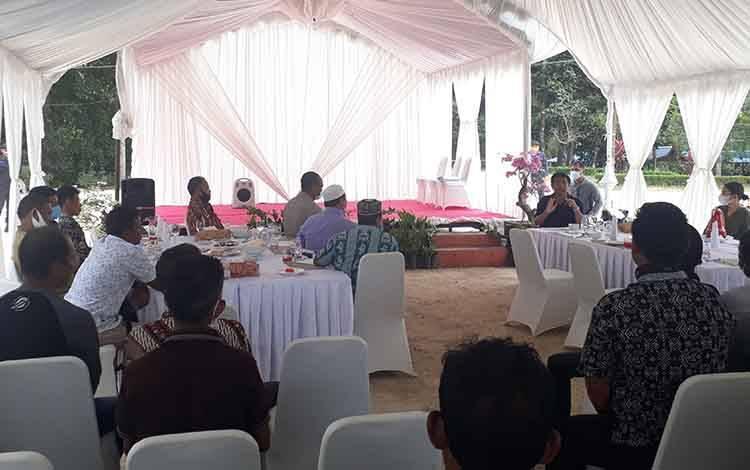 H Abdul Rasyid AS saat silturahmi dan sarapan pagi bersama masyarakat sekitar kebun PT CBI Group