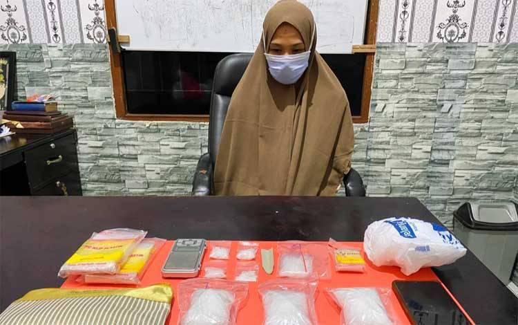 Ditresnarkoba Polda Kalteng mengamankan tersangka beserta ratusan gram sabu