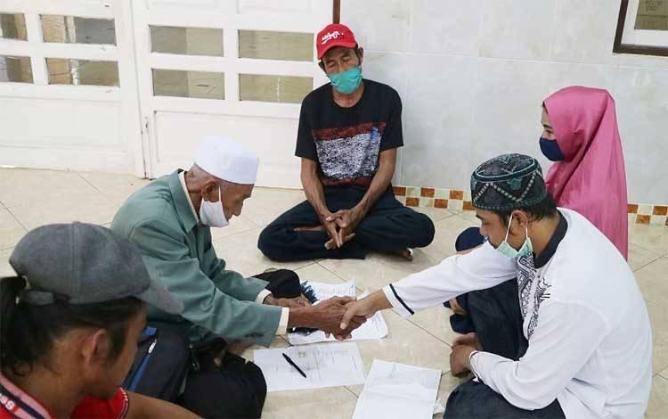 Acara akad nikah di Masjid Al-Harist Polres Barito Timur