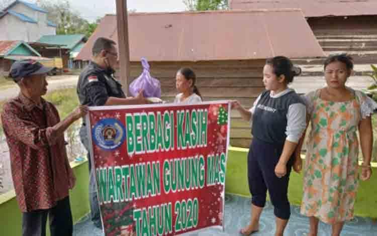 Aksi berbagi kasih PWI Kabupaten Gunung Mas.