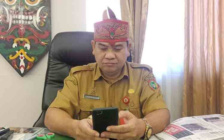 Kepala Disbudpar Kalteng Guntur Talajan