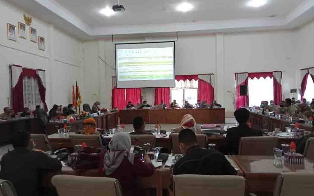 Pembahasan program APBD 2021 di DPRD Barito Selatan, Senin, 23 November 2020.