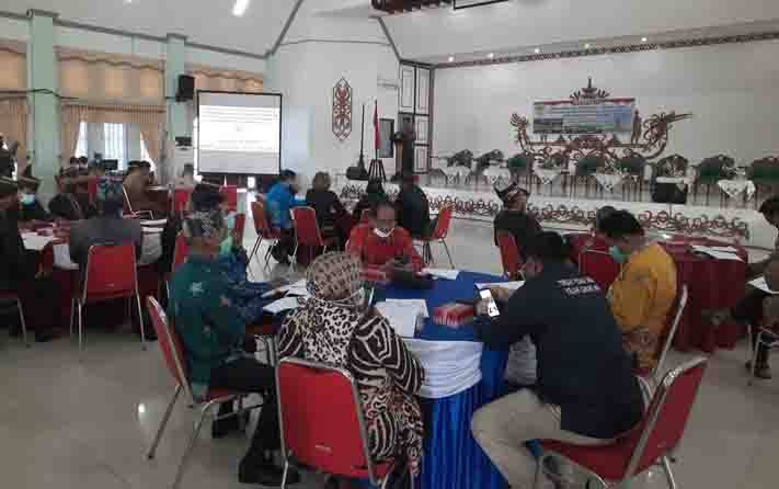FGD pembahasan 2 raperda inisiatif DPRD Kabupaten Gunung Mas di GPU Damang Batu, Senin 23 November 2020.