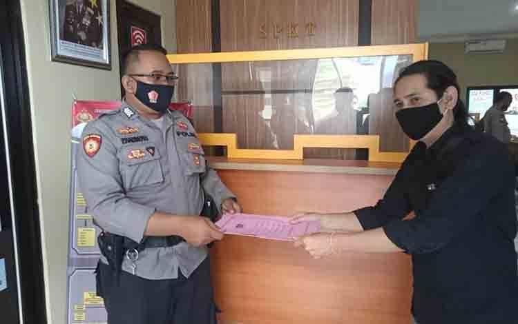 Kanan Baju Hitam, Amar Iswani melaporkan oknum anngota dewan ke Polisi