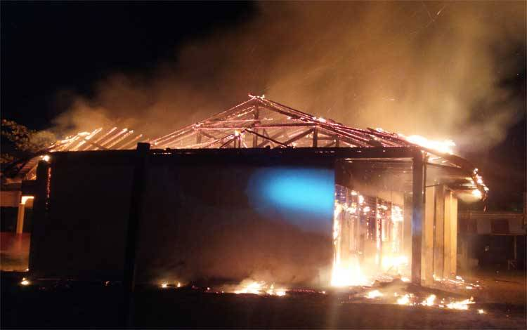 Salah satu gedung di SMP 8 Palangka Raya terbakar