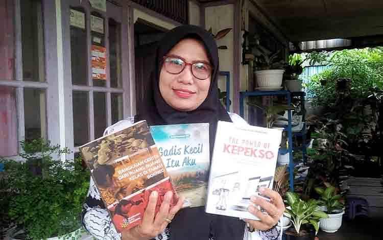 Endang Kasumawati, guru penggiat literasi dari SDN 3 Jaar dan menerima tantangan menulis 90 hari