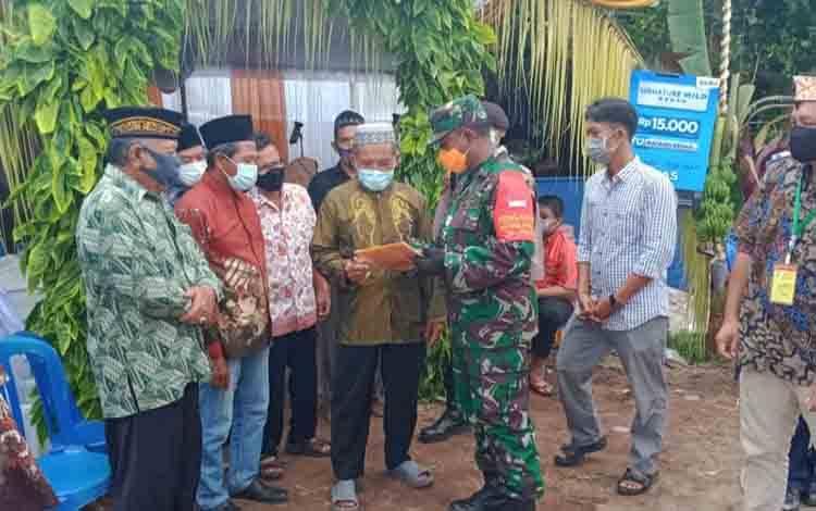 Para Babinsa Koramil 01/Pahandut jajaran Kodim 1016/Palangka Raya, menjalin hubungan komunikasi sosial bersama warga binaan