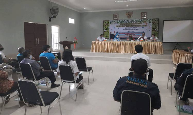 Suasana Dialog Tematik I FKS Kelurahan Tampang Tumbang Anjir, di salah satu hotel wilayah setempat, Rabu, 25 November 2020.