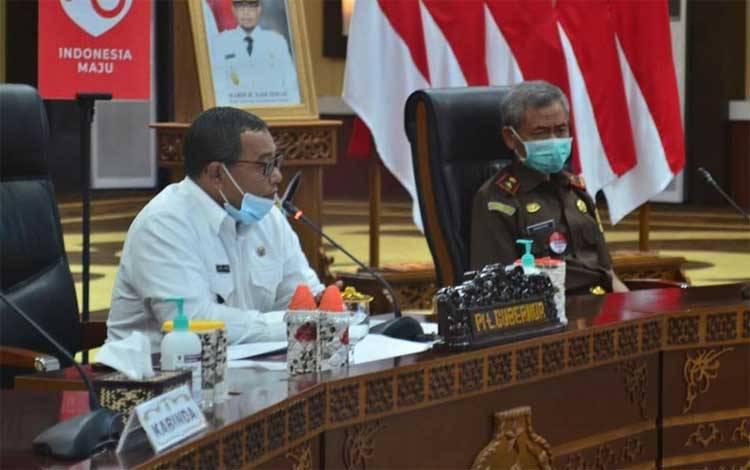 Plt Gubernur Kalteng Habib Ismail Bin Yahya saat memberikan arahan dalam Rakor penanganan Covid-19