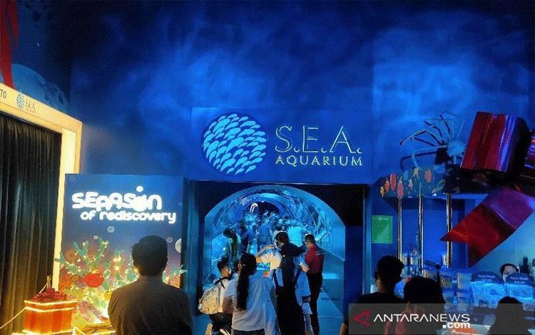 Pengunjung mengantre untuk masuk ke S.E.A Aquarium, Singapura (ANTARA/Maria Cicilia Galuh)