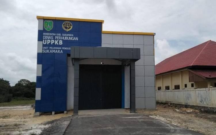 Gedung Unit Pelayanan Pengujian Kendaraan Bermotor (UPPKB) Sukamara berada tepat disamping BPG.
