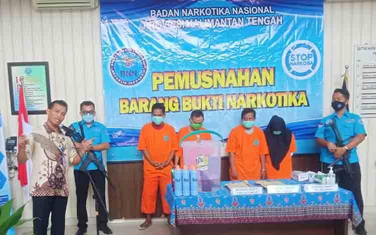 Kepala BNNP Kalteng Brigjen Pol Edi Swasono saat menyampaikan kata sambutannya sebelum kegiatan pemusnahan barang bukti sabu.