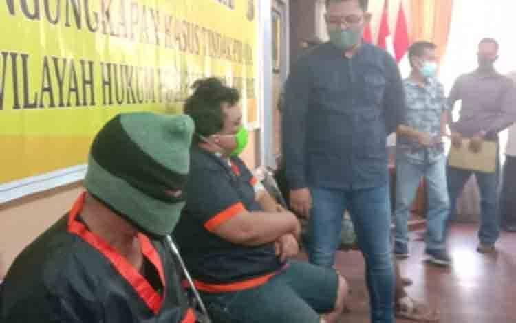 Pers rilis pelaku curat yang juga melakukan aksi penipuan di Pangkalan Lada di Mapolres Kobar, Minggu, 29 November 2020