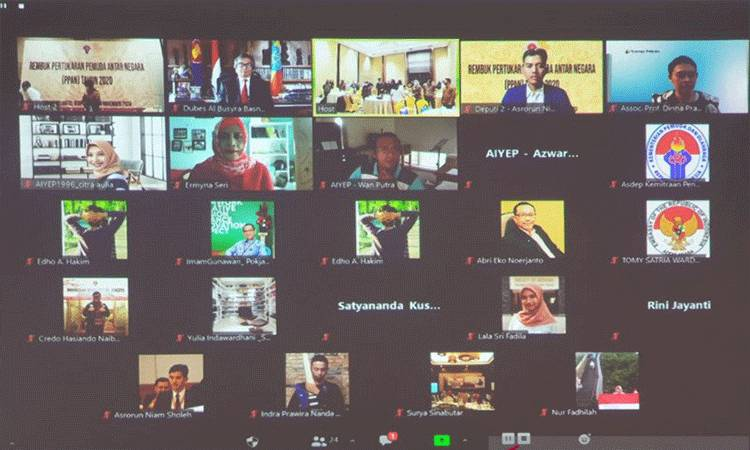Para alumni Program Pertukaran Pemuda Antar-Negara (PPAN) mengikuti Rembuk Pertukaran Pemuda antar Negara, yang diadakan secara virtual, Sabtu (28/11/2020). Duta Besar Republik Indonesia untuk Ethiopia Al Busyra Basnur turut menjadi salah satu peserta pertemuan tersebut. (ANTARA/HO-KBRI Addis Ababa)