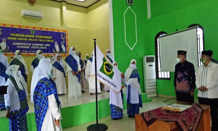 Susana pengukuhan pengurus BKMT Kabupaten Gunung Mas.