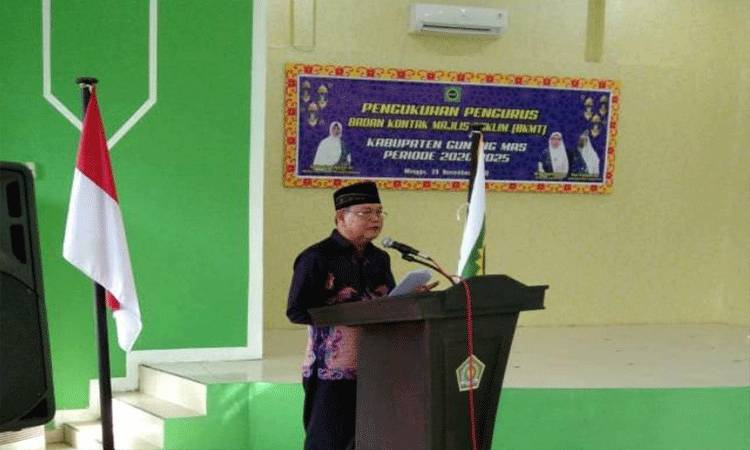 Sekda Gunung Mas, Yansiterson membacakan sambutan tertulis Bupati Gunung Mas, Jaya S Monong.