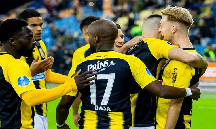 Dokumentasi - Para pemain Vitesse Arnhem tatkala merayakan gol Max Clark (kanan) ke gawang FC Utrecht di Stadion GelreDome, Arnhem, Belanda, Sabtu (5/10/2019) setempat. (ANTARA/Twitter@MijnVitesse)