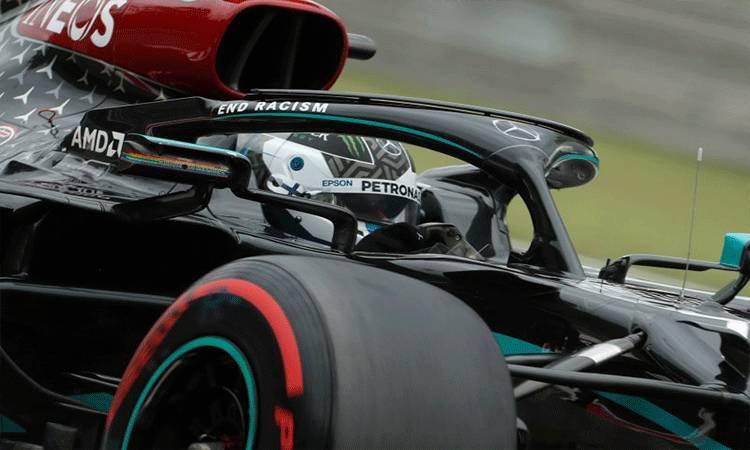 Sistem perlindungan kepala halo yang terpasang di mobil Mercedes Valtteri Bottas di Grand Prix Hungaria. (18/7/2020) (ANTARA/Pool via Reuters/Darko Bandic)