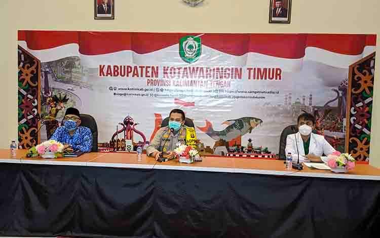Satgas Percepatan Penanganan Covid-19 Kotim dan tim dokter saat rilis terkait meninggalnya almarhum dr Yudha Herlambang