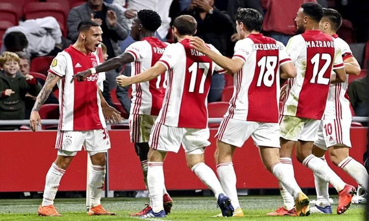 Penyerang muda Ajax Antony Matheus (kiri) melakukan selebrasi bersama rekan-rekannya selepas mencetak gol ke gawang Vitesse Arnhem dalam lanjutan Liga Belanda di Stadion Johan Cruijff Arena, Amsterdam, Belanda, Sabtu (26/9/2020) waktu setempat. (ANTARA/AFP/ANP/Olaf Kraak)