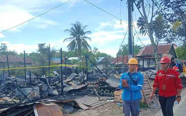 6 Unit Kios di Jalan RTA Milono Km 6 Terbakar