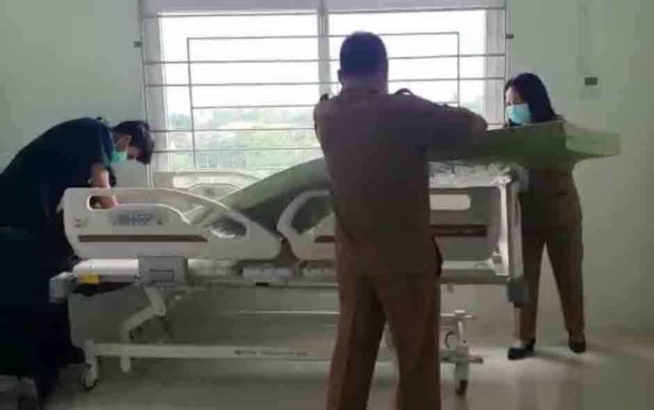 Tempat tidur pasien positif covid-19 di RSUD Sultan Imanuddin Pangkalan Bun disiapkan