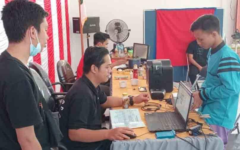 Dinas Dukcapil Sukamara melakukan prekaman jemput bola kebeberapa wilayah perdesaan