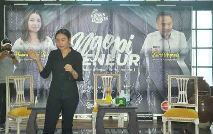 Ketua Abdul Rasyid Foundation, Monica Putri Rasyid saat menjadi pembicara dalam acara klinik bisnis di Palangka Raya