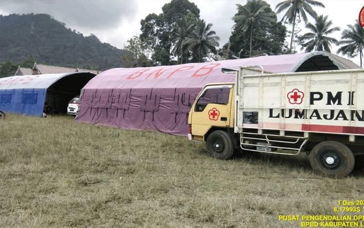 Posko pengungsian Gunung Semeru yang berada di lapangan Dusun Kamar Kajang, Desa Sumberwuluh, Kecamatan Candipuro. ANTARA/HO-BPBD Lumajang