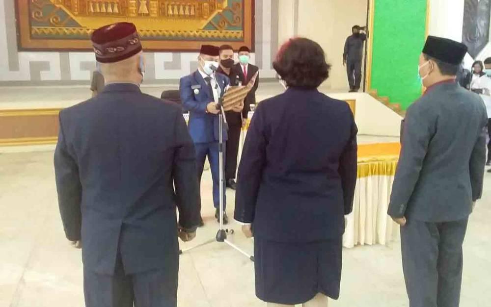 Bupati Barsel, Eddy Raya Samsuri melantik pejabat