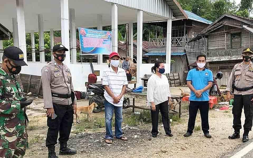 Kegiatan penutupan sementara Pasar Dayu di Kecamatan Karusen Janang