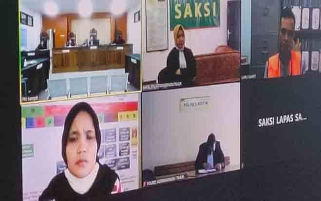 HR alias YA (kiri bawah) terdakwa yang menganiaya anak kandungnya bersama terdakwa SA alias AN (kanan atas)