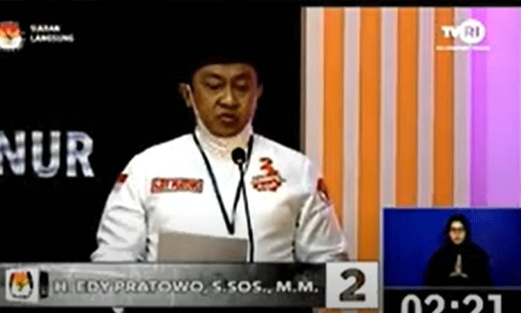 Calon Wakil Gubernur Kalimantan Tengah nomor urut 2, H Edy Pratowo menyampaikan visi dan misi dalam debat publik ketiga, Selasa, 2 Desember 2020.