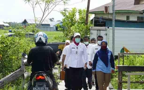 Sekda Kota Palangka Raya, Hera Nugrahayu saat berkunjung di kawasan Mendawai