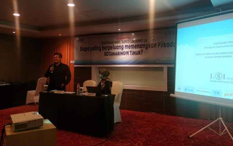 Direktur Lingkaran Survei Kebijakan Publik (LSKP), salah satu sister company dari Lingkaran Survei Indonesia (LSI- Denny JA) Sunarto Ciptoharjono saat menyampaikan hasil survei.