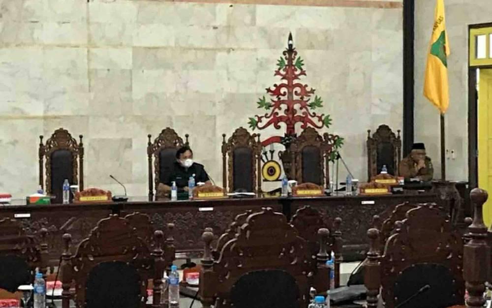Suasana saat Ketua DPRD Kapuas, Ardiansah memimpin Rapat paripurna ke-9 masa persidangan I pada Senin, 14 Desember 2020.