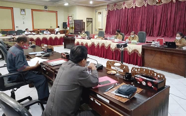 Rapat paripurna pembahasan bersama DPRD Barito Timur dan eksekutif tentang pencabutan Perda Nomor 2 tahun 2012.