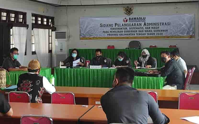 Bawaslu Kalteng melaksanakan sidang menindak lanjuti sejumlah laporan terkait dugaan pelanggaran Pilkada Kalteng 2020.