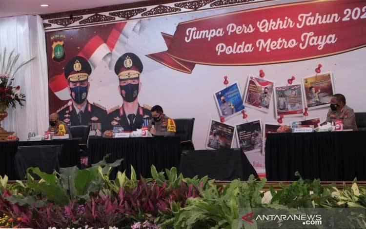 Kapolda Metro Jaya Irjen Fadil Imran memberikan keterangan pers