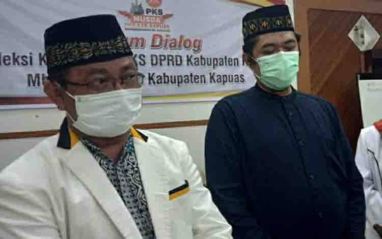 Anggota DPRD Kapuas Rosihan Anwar (kiri)