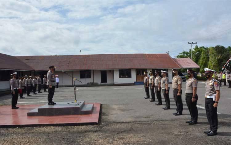 Kapolres Barsel AKBP Agung Tri Widiantoro memimpin uacara Korp Raport
