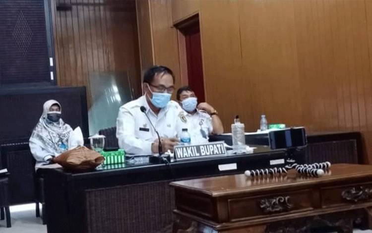 Wakil Bupati Katingan Sunardi Litang mengikuti rapat umum penegang saham secara virtual.