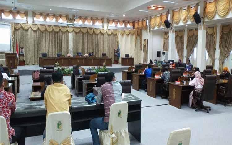 Rapat dengar pendapat antara DPRD Barito Utara bersama dinas kesehatan dan RSUD Muara Teweh mengenai pelayanan bidang kesehatan, Kamis 7 Januari 2021