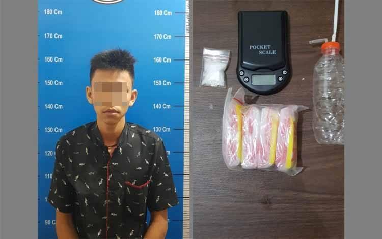 Tersangka tindak pidana narkotika saat diamankan di Polresta Palangka Raya