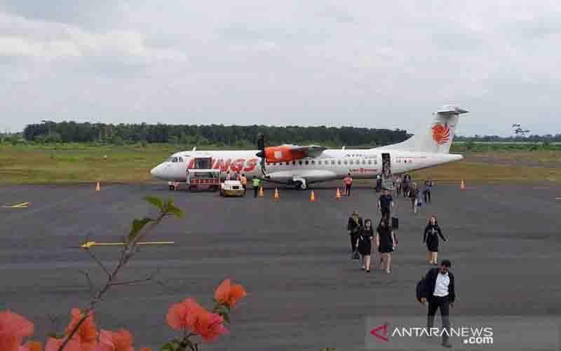 Maskapai Wings Air di Bandara Notohadinegoro Jember. (foto : ANTARA/HO-Bandara Notohadinegoro Jember)